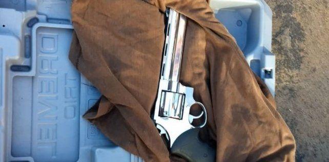 El arma que tenía en el interior de un maletín el hombre detenido en la Casa Rosada.