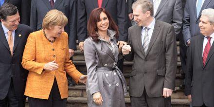 Cristina se reunió con Merkel en Perú