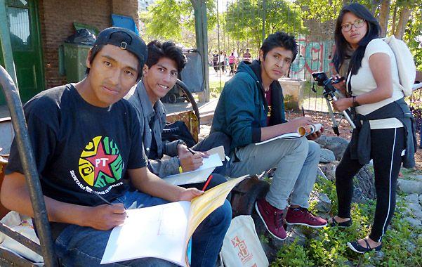 Los estudiantes de arquitectura ayer claramente se destacaron entre los visitantes a los parques.