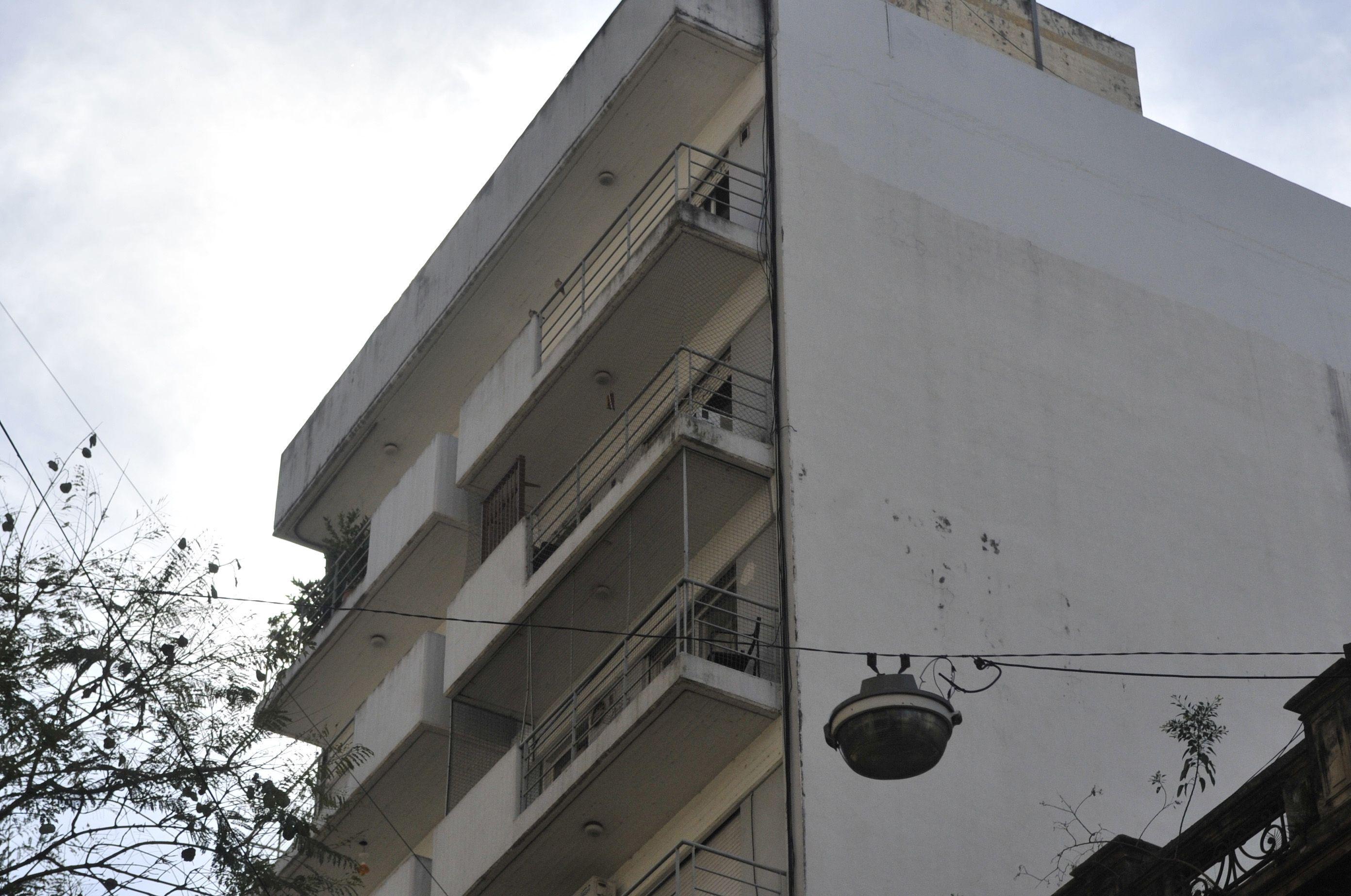 Uno de los atracos ocurrió en un octavo piso de San Lorenzo al 1600.