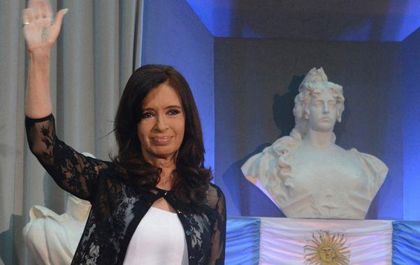 La presidenta encabezó la celebración en el Museo del Bicentenario.  Resaltó el significado de las tres décadas de gobiernos elegidos por el pueblo y también se refirió a las protestas policiales.