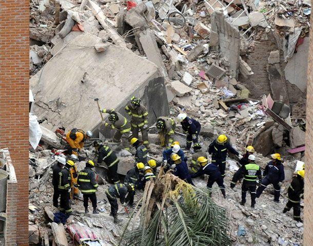 Los rescatistas siguen con las búsqueda incesante de sobrevivientes. (Foto: F. Guillén)