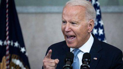 """""""La única pandemia que tenemos está entre los que no están vacunados. Están matando gente"""", dijo Biden. Facebook respondió."""