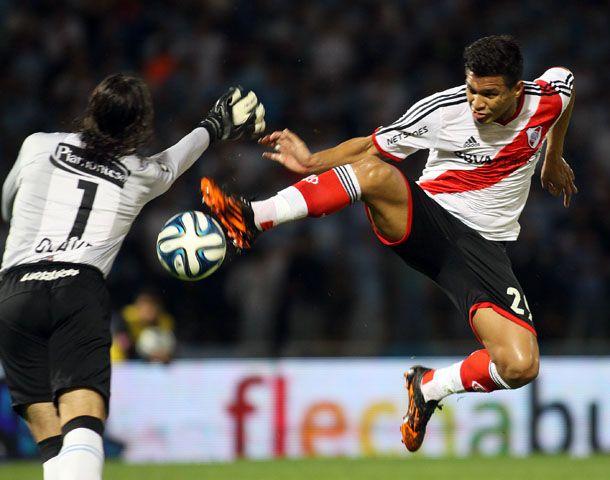 Teo Gutiérrez le ganó un mano a mano a Olave y marcó el gol del millonario.