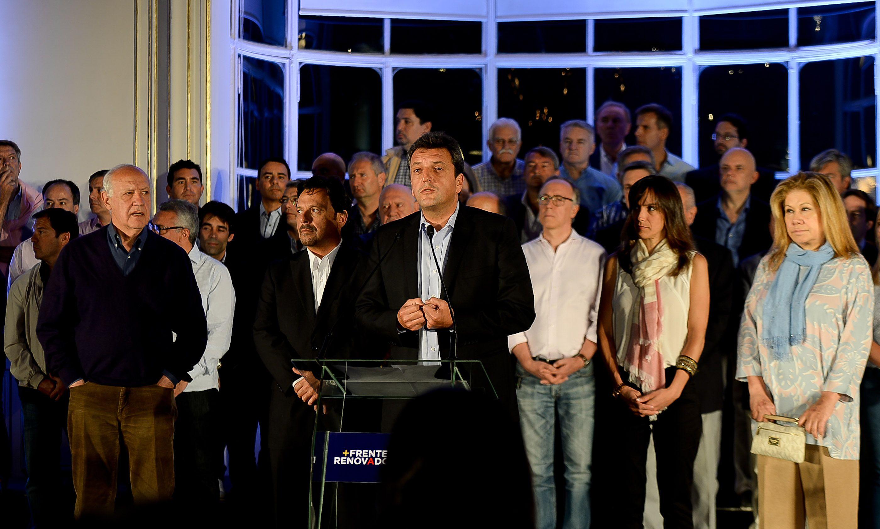 En Tigre. El líder del Frente Renovador habló en el Museo de Arte rodeado de figuras de su agrupación política.