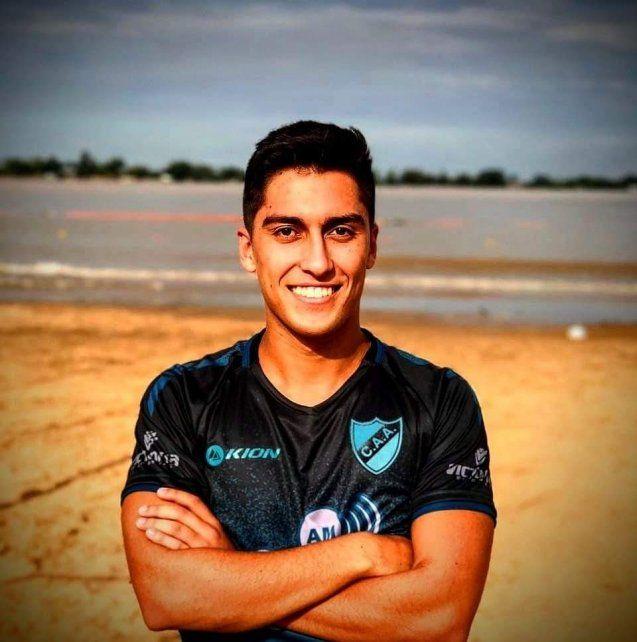 El capitán del albo. Fermín Clivio es una pieza fundamental del plantel salaíto que manda en el torneo de AFA.