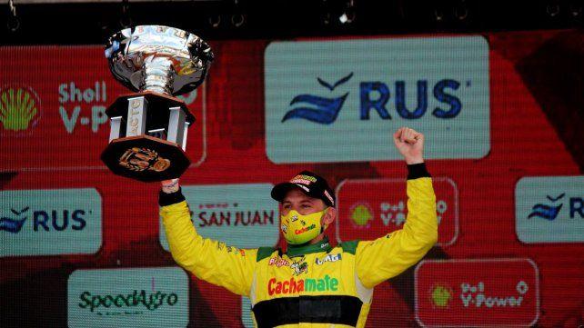 Josito Di Palma festeja emocionado la victoria en el GP 84º Aniversario del TC en San Juan.