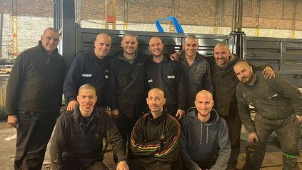El grupo de trabajadores de Innovar, sin pelo pero con todo el corazón.