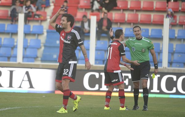 Scocco repudia la decisión del árbitro