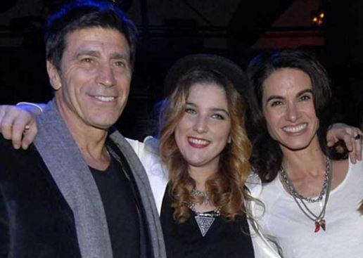 Juana es acompañada por sus padres y también por Florencia Raggi en su decisión de ser madre soltera.