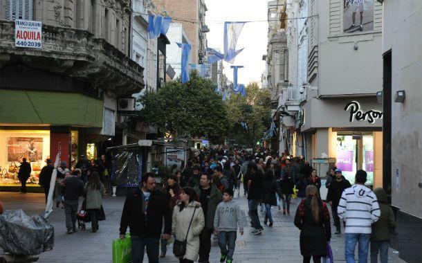 """Más cautos. Los comerciantes aseguraron que el consumidor fue más selectivo a la hora de comprar y que no se sintió el efecto """"aguinaldo""""."""