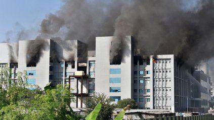 Se incendia una gran planta de producción de vacunas en India.