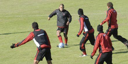 Sin la presencia de Caruso, Newells entrenó y viajó a Buenos Aires