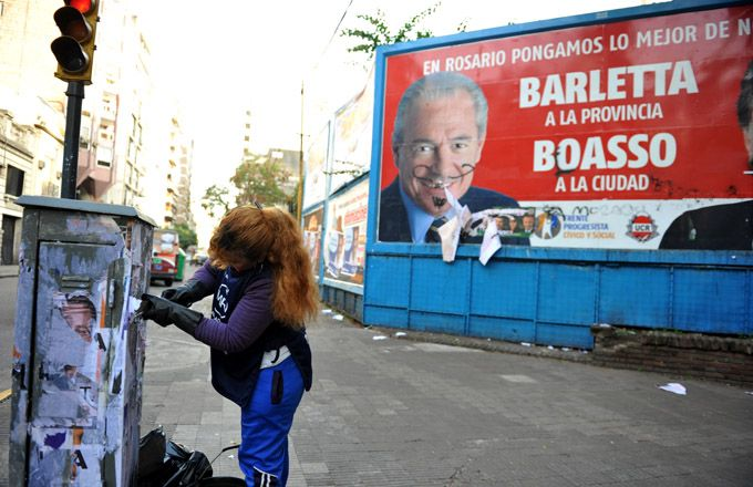 Arrancó en el microcentro el operativo de limpieza de propaganda política