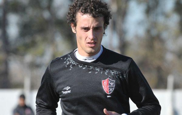 Horacio Orzán superó con éxito su estreno ante Arsenal y espera la chance de volver a estar entre los once el domingo. (Foto: Sebastián Suárez Meccia)