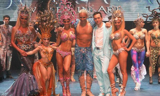 Los integrantes del espectáculo que se presenta en Villa Carlos Paz defendieron su puesto de trabajo y al coreógrafo.