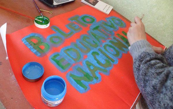 La campaña promueve un regimen tarifario especial para los alumnos de todos los niveles.
