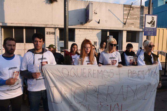 antorchas. Allegados a Sebastián Rodríguez se manifestaron ayer.