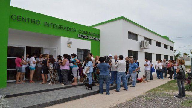 Cada vez más gente. Los centros municipales concentran la atención primaria en Venado Tuerto.