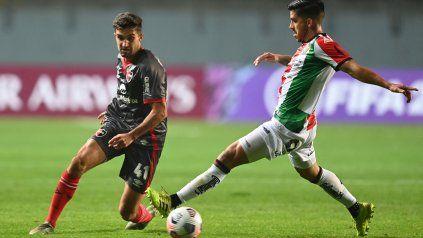 Una opción. Manuel Llano sumó minutos ante Palestino de Chile y hoy podría ser el carrilero derecho leproso ante la baja por lesión de Jerónimo Cacciabue.