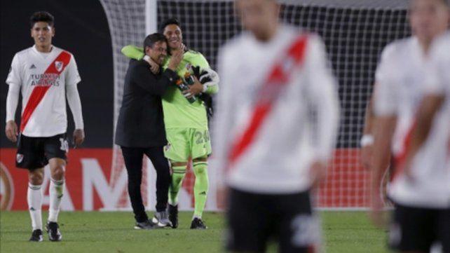 Gallardo festeja con Enzo Pérez.