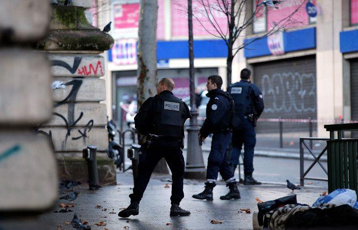 Policías en el distrito 18º parisino