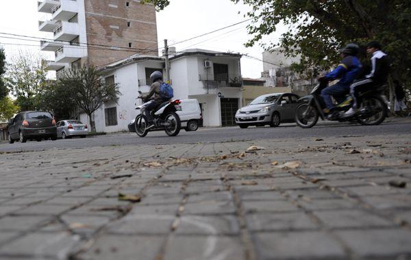 Los motochorros finalmente no pudieron concretar el robo. (foto archivo: Sergio Toriggino)