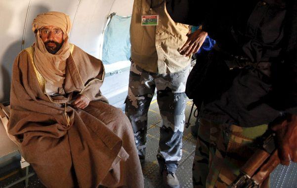 Fallo. El hijo de Kaddafi tras ser detenido en Zintán a fines de 2011 por milicias rebeldes que se niegan a entregarlo.