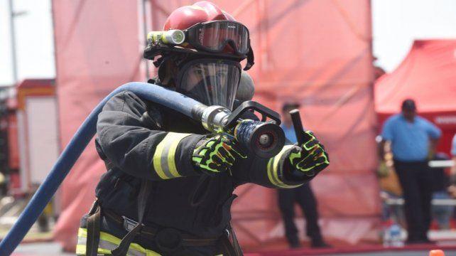 Los bomberos reclaman que se los considere personal esencial.