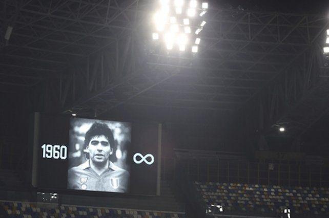 Napoli rindió un emotivo homenaje a Diego