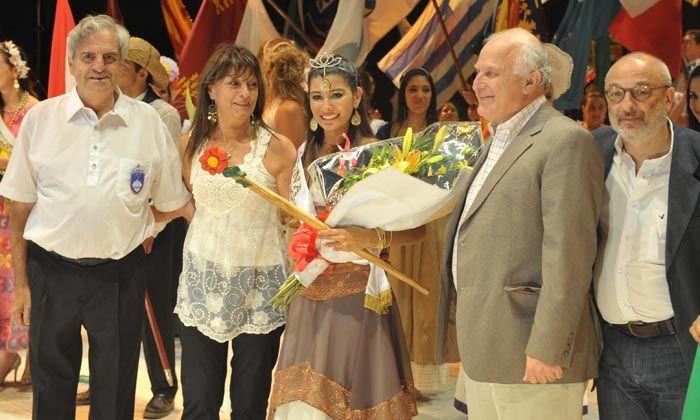 La representante iraní fue elegida reina del Encuentro de Colectividades