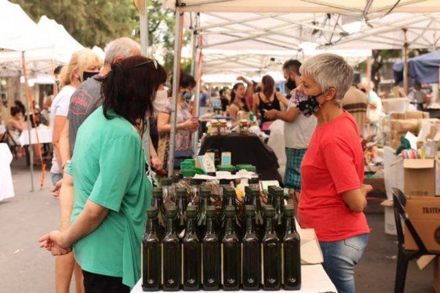 Una amplia oferta de productos de elaboración artesanal en las ferias y mercados populares de Rosario.