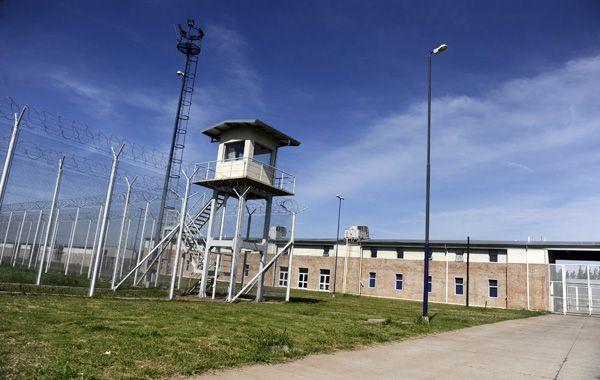 Los reclusos lograron zafar del grillo cuando eran trasladados al módulo escuela. (foto: Sebastián Suárez Meccia)