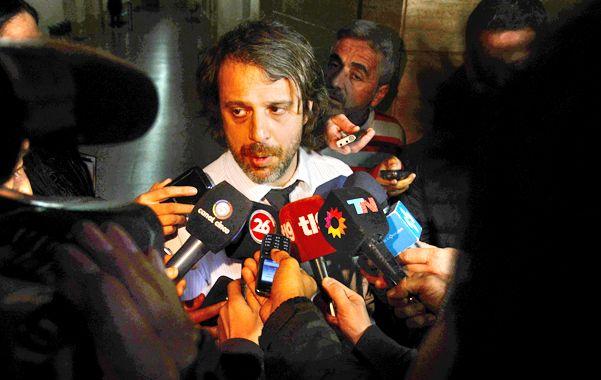 Los periodistas rodearon al fiscal de Homicidios Miguel Moreno