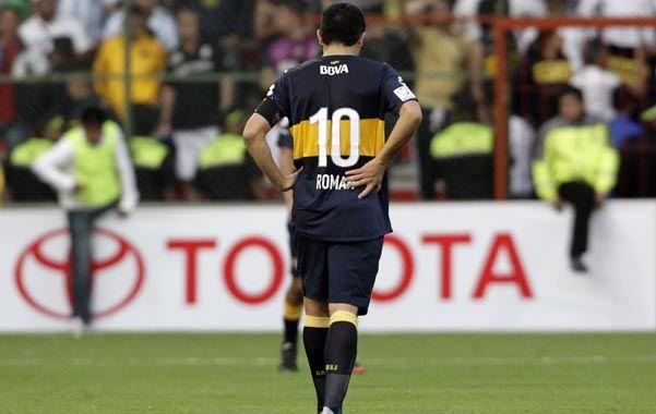 De espaldas al juego. Riquelme tuvo un rendimiento muy flojo en México. Sólo Orion pareció salvarse de las críticas en la derrota por 3 a 2 frente a Toluca.
