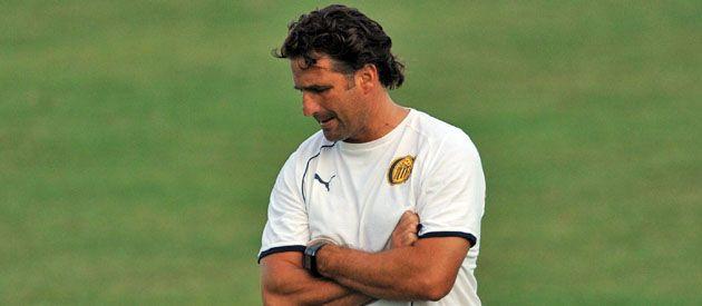 ¿Qué hace? Pizzi medita su decisión tras el duro golpe recibido en San Juan. Hoy se producirá el primer contacto con el entrenador. (Foto: Sebastián Suárez Meccia)