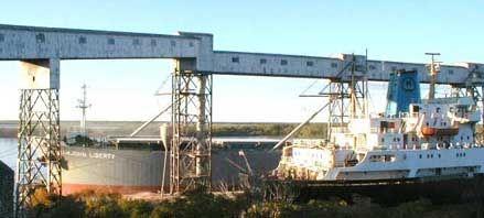 Los buques cerealeros vuelven a dar vida al puerto de V. Constitución