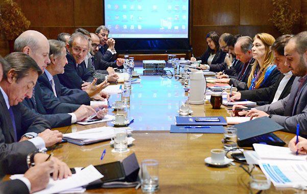 Tras la reunión en el salón Belgrano del Palacio de Hacienda se acordó que a partir del próximo viernes el gobierno iniciará reuniones individuales con las terminales.