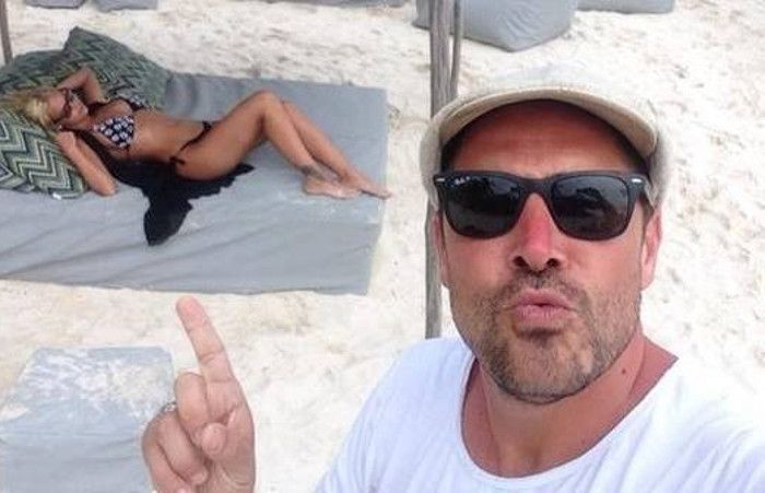 Alé junto a su mujer en la playa.