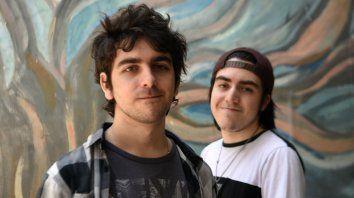 """Santiago Alonso (de quinto año del Complejo Belgrano) y Daniel Pérez (exalumno de la promoción 2019) diseñaron el videojuego """"Defensa del alquimista)."""