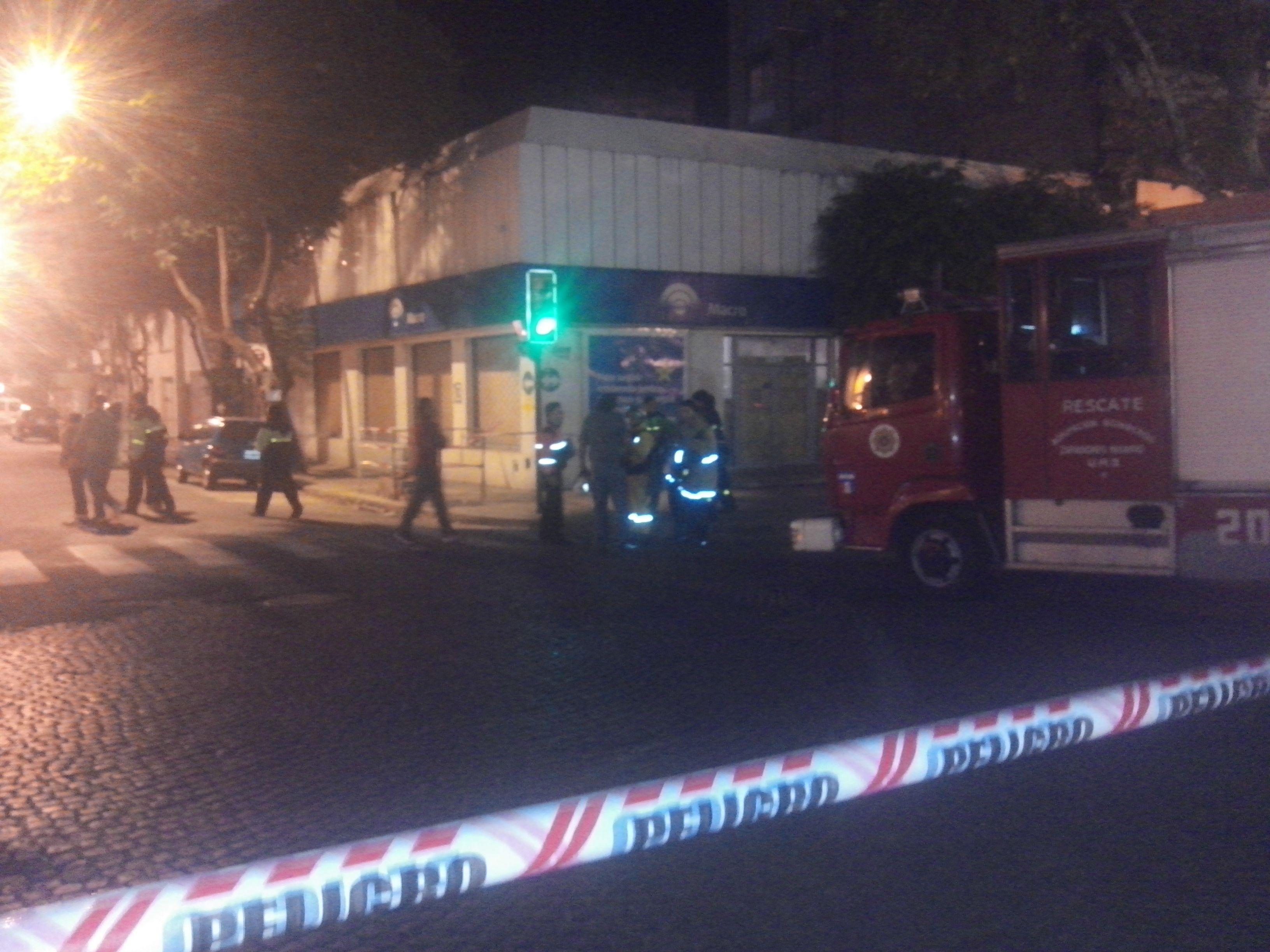 El tránsito fue cortado por un fuyerte olor a gas. (Foto: S. Suárez Meccia)