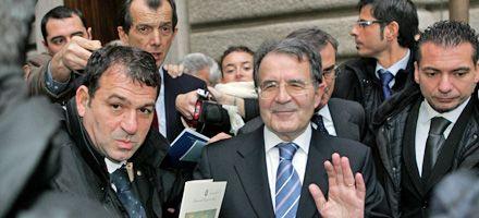 Prodi pone el futuro de su frágil gobierno en manos del Congreso
