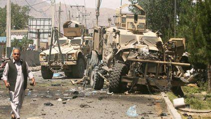 Ataque suicida en un ingreso a Kabul contra una columna de EEUU en junio de 2015.