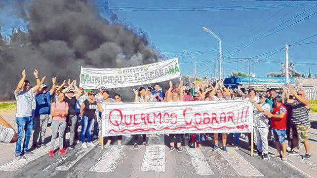 conflicto. Los empleados municipales vienen protagonizando protestas en reclamo por los incumplimientos salariales de la gestión saliente.
