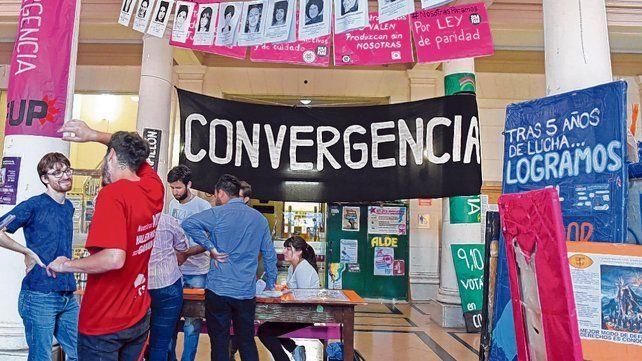 oferta electoral. Las distintas agrupaciones estudiantiles ya desplegaron sus pancartas en las facultades.