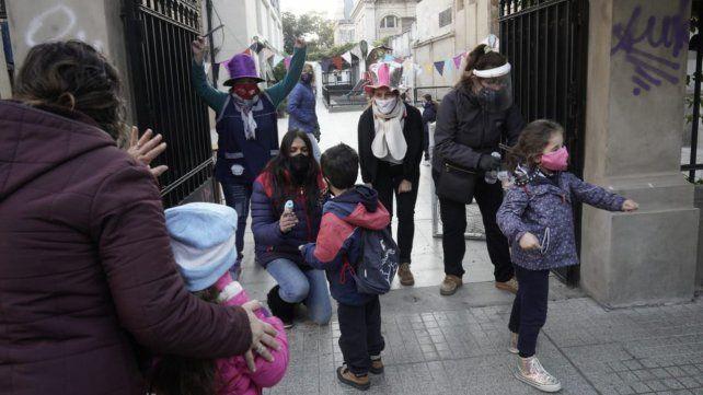 Bajo estrictos protocolos para evitar contagios, los más chicos volvieron a la escuela