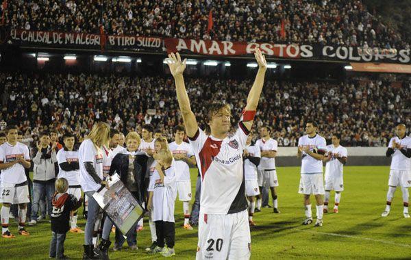El Gringo con los brazos en alto agradece el afecto de la gente. (Foto: Gustavo de los Ríos)