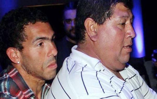Carlitos y su papá. El futbolista argentino de Juventus de Italia negoció por teléfono y logró que liberaran al padre.