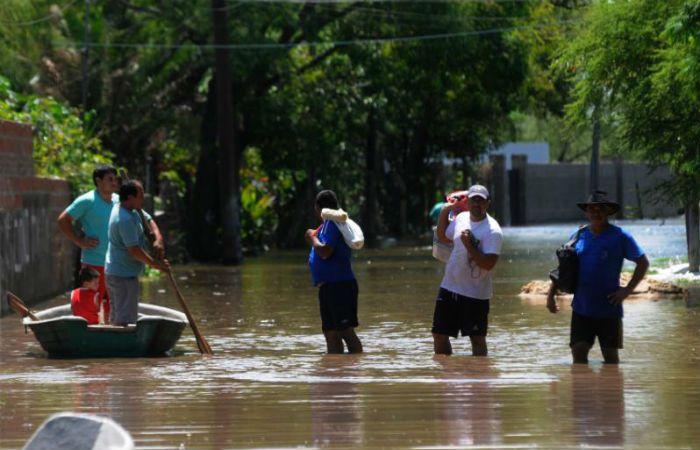 El número de evacuados se elevó con pobladores de Colastiné Sur