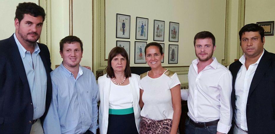 La plana mayor del PRO santafesina acompañó a Patricia Bullrich en su visita a Rosario.
